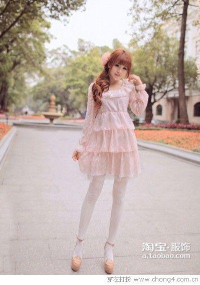 连衣裙展现春日百变姿态